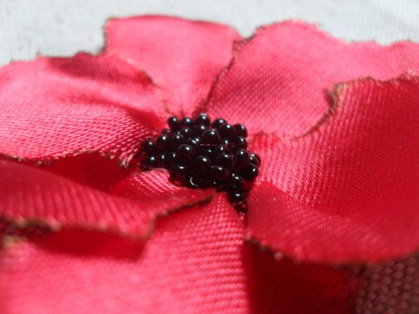 perles noires brillantes