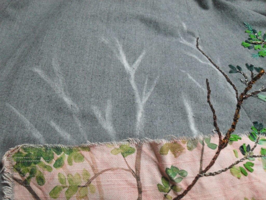 Commencer par tracer avec une craie, les branches et tronc de vos arbres.