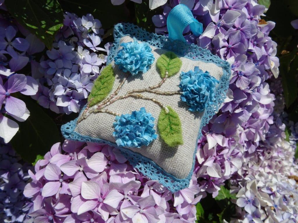 Broder l'été, broder une fleur d'hortensia