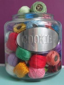 Les fils classiques : les cotons. Voici, une partie de ma collection de cotons perlés.