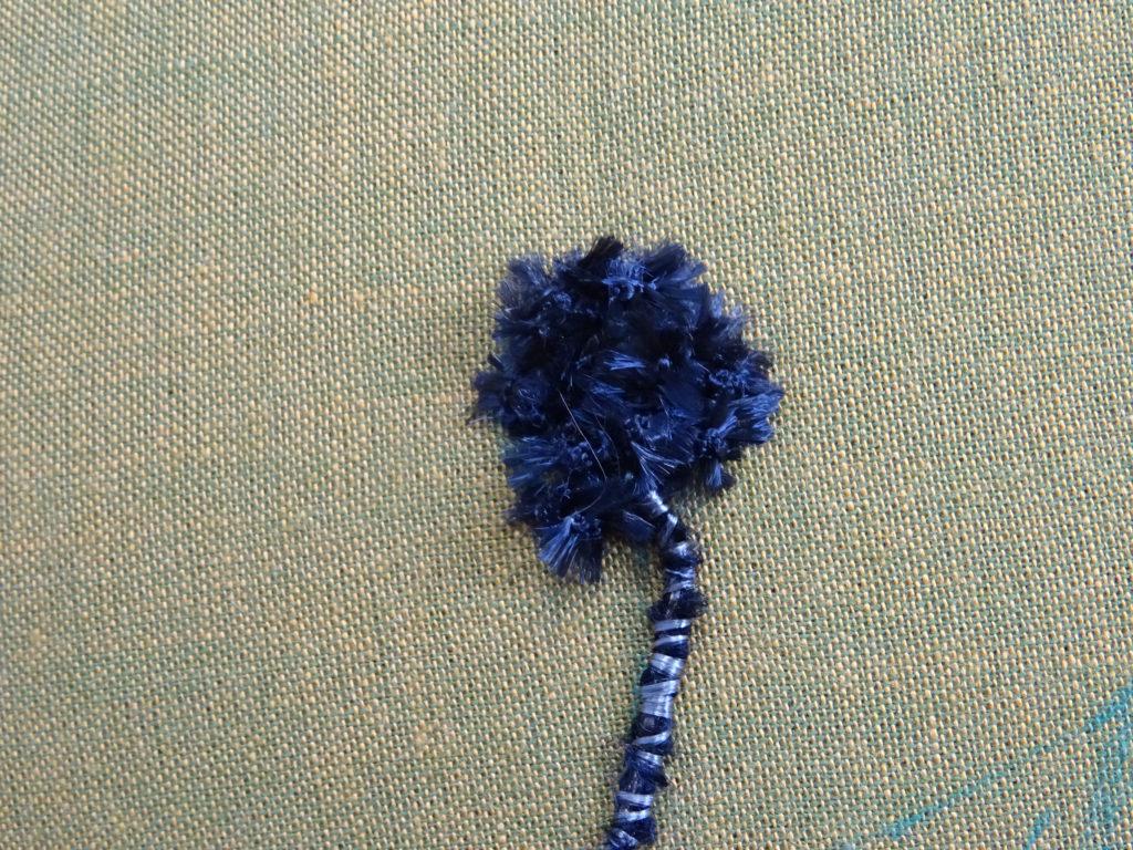 Nuance brodée #2 : broder le cœur de la fleur.