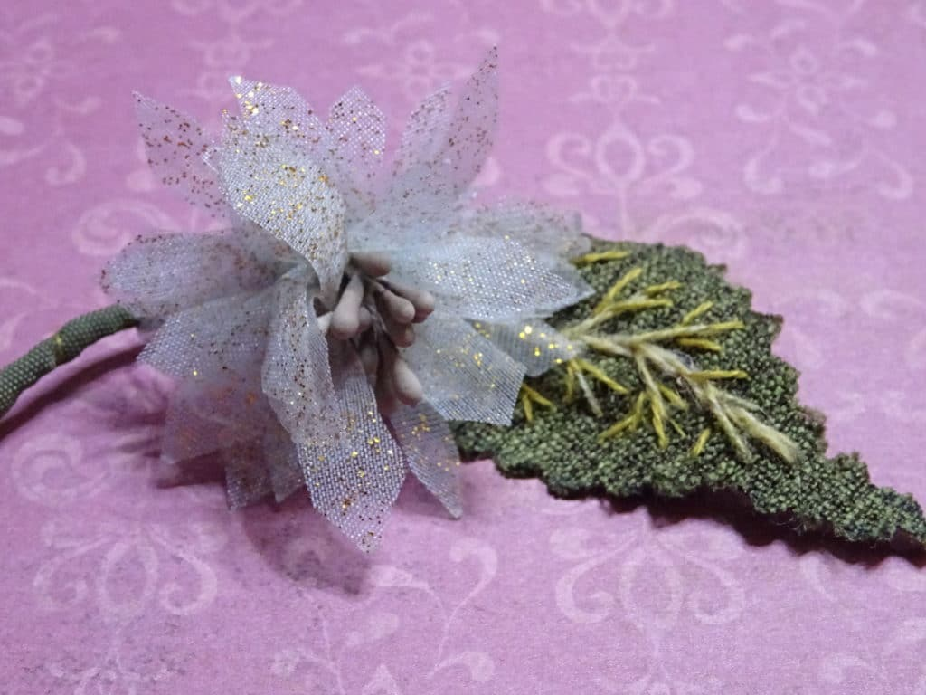Avec les cours de broderie d'embellissement en ligne, vous travaillerez par exemple les fleurs en volume !