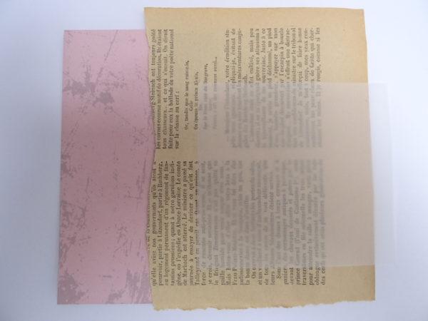 Papier rose pour broderie d'embellissement